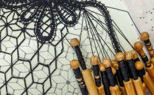 Мастерская ткачества, кружевоплетения и вышивки «Белошвейка – кружевница»